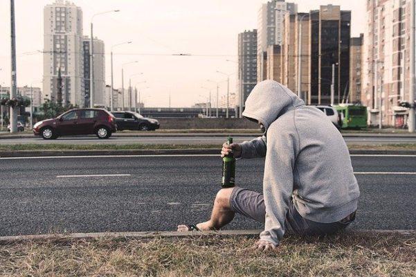 Почему и у кого возникает алкогольная депрессия, симптомы и лечение патологии
